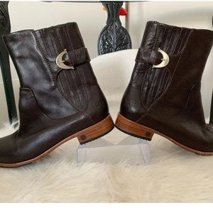 Ugg short brown boots leather sz 6